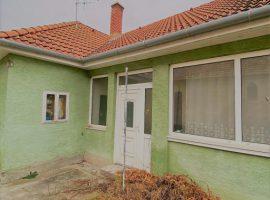 Győr-Adyvárosban 1,5 szobás zöldfelületre néző, déli tájolású lakás